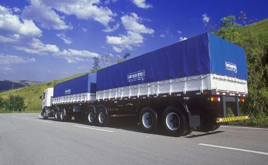 Caminhão coberto com Locomotiva Lonil